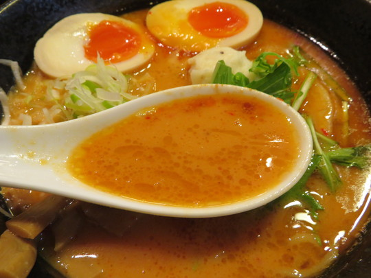 吹田・江坂 「麺創麺魂(めんそうめんたま)」 燻製チャーシューと燻製チーズがトッピングされた味噌らーめん!