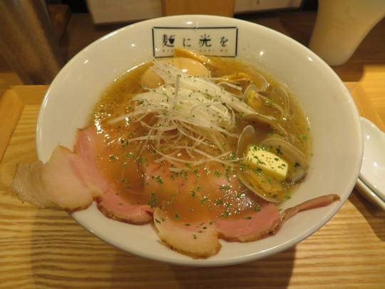 なんば・アメリカ村 「麺に光を」 貝出汁と京鴨出汁のWスープが旨いパンク(貝そば)!
