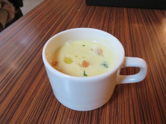 四ツ橋・アメリカ村 「W  CAFE(ダブリューカフェ)」 トリュフ醤油ソースが旨味を増す自家製ハンバーグ!