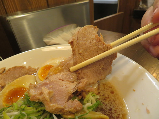 北堀江 「らーめん伊藝」 ボリューム満点の煮干しそば全部乗せ!