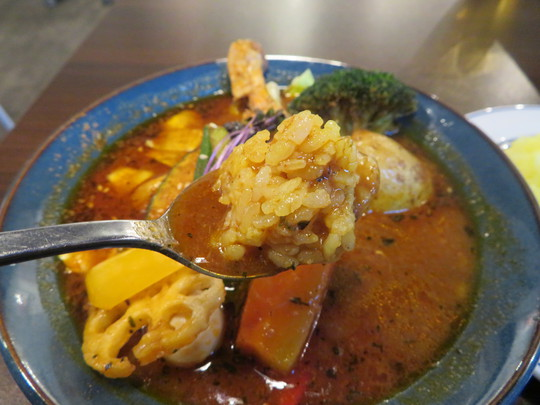 西長堀・新町 「サッポロスープカレー ジャック」 チキンレッグが鎮座する札幌仕込み絶品スープカレーのチキンベジカレー!