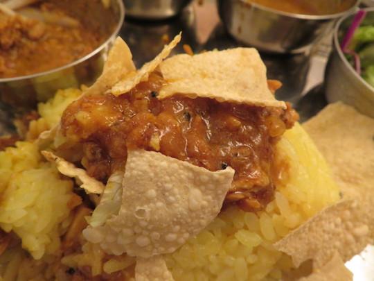 北・西天満 「エリックサウス」 洗練されたカレーの数々が味わえる4種カレープレート!