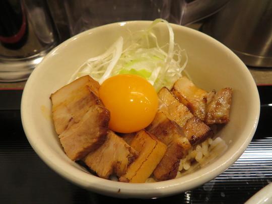梅田・阪急三番街 「つけめんTETSU」 太麺の食べ応えあるつけめんとマッタリ旨い極チャーシュー丼!