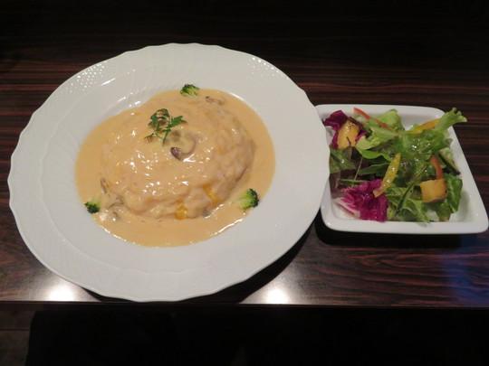なんば・アメリカ村 「MUGUNI(ムグニ)」 大人気の洋食屋で絶品のゴルゴンゾーラドルチェチーズソースのオムライス!