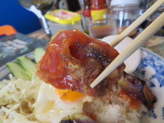 南堀江 「ベトナム食堂 チャオルア」 ベトナム料理の特製甘辛ソースが掛かった鶏の唐揚げ皿飯!