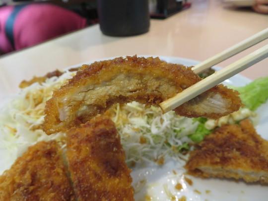 梅田・新梅田食道街 「おおさかぐりる」 ボリューミーで食べ応えあるダブルカツ定食!