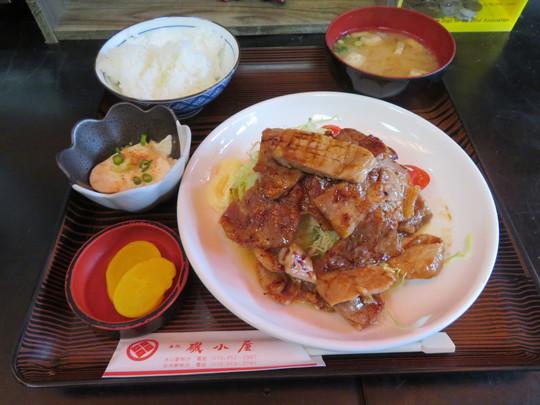 神戸・摂津本山 「名代 磯小屋」 一枚一枚焼いて頂けるジューシーな豚のしょうが焼き定食!
