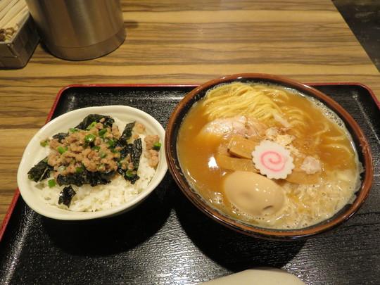 堺筋本町 「やばい!すき!!ほんまに!!!」 魚介清湯と鶏白湯のWスープがスッキリ旨い!
