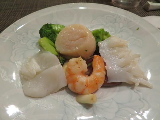 神戸・元町 「中国菜 二位(にい)」 完全予約制の大人気の中国料理店で頂くフカヒレ三昧の特別お任せコース!