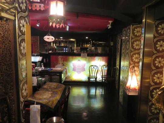 梅田・阪急東通商店街 「オリエンタルブッダ」 オリエンタルなお店で頂く麻婆豆腐ランチ!