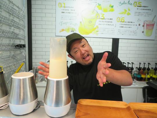 中崎町 「くだものだもの」 バナナスムージーとレモンスカッシュに色々な果物をミックスしたドリンクが頂けるジュースバー!