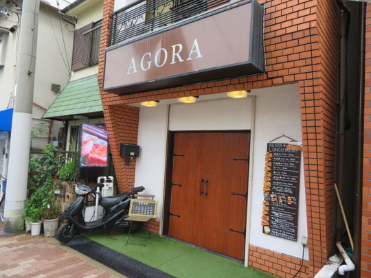 阿倍野・西田辺 「AGORA(アゴラ)」 箱型のパンを繰り抜いてキーマカレーとソーセージをトッピングした名物ハコパン!