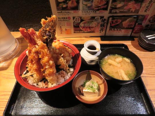 梅田・北新地 「天ぷら海鮮 米福」 名物そびえ立つ海老天の天丼!