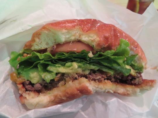 北堀江 「Craft Burger co.(クラフトバーガー)」 旨味がタップリ詰まったクラフトバーガーデラックス!