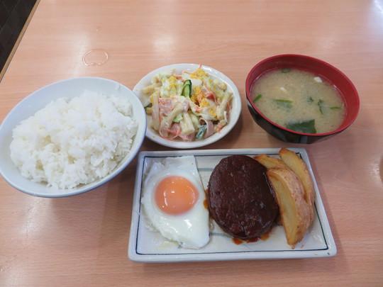 梅田 「大栄食堂」 梅田のど真ん中の大衆食堂!