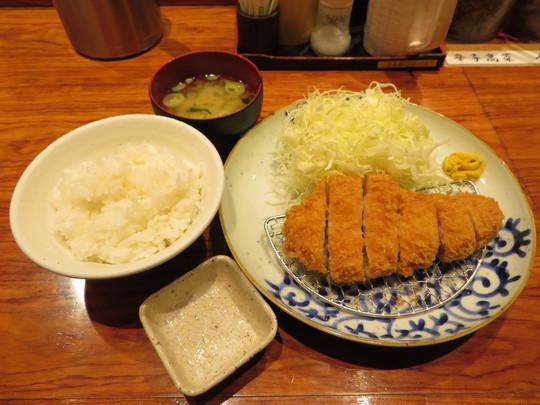 京橋 「博多とんかつ あんず食堂」 期間限定の上州とことん豚のローズかつ定食!
