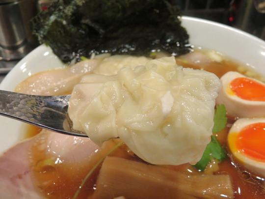梅田・駅前第2ビル 「どストライク軒」 旨味あふれる特製大魔王鶏中華そば!