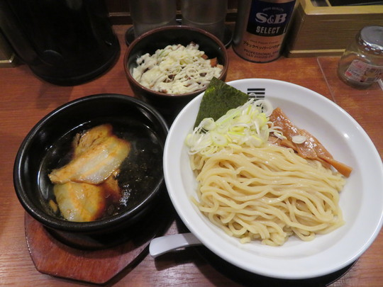 豊中・庄内 「烈火」 熱々濃厚醤油の中華つけ麺とマヨネーズたっぷりチャーシュー丼!