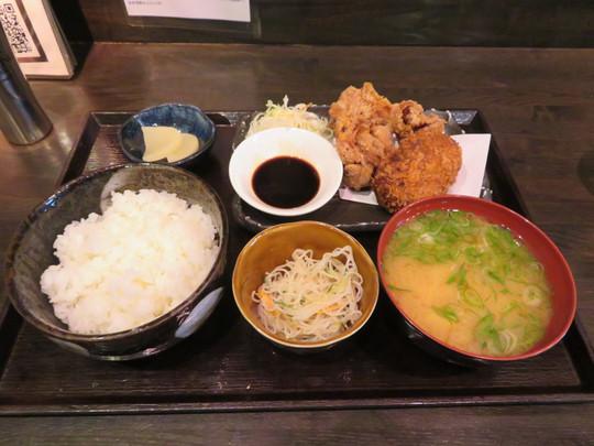 東三国 「あぷちゃ2号」 リーズナブルて満足感に浸れるミンチカツと唐揚げのランチセット!