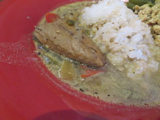 淀川・新大阪 「SAKE ヤシマ」 居酒屋のオクラとチキンのキーマカレーと鯖のグリーンカレーのあいがけカレー!