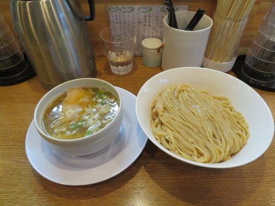 淀川・十三 「中華そば 桐麺」 麺の旨さがダイレクトに味わえるあっさり鶏清湯塩つけめん!