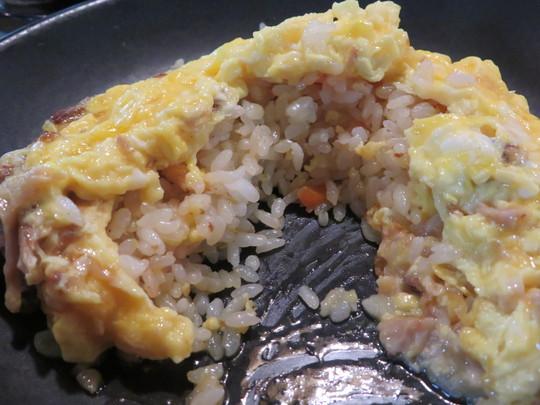 梅田・東通り商店街 「まんねん」 夏期限定のピリカラ冷麺とオムチャのセット!