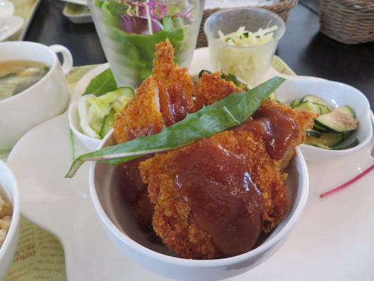 摂津・千里丘 「LOHAS cafe (ロハス カフェ)」 身体に優しい大人気の日替わりランチがお値打ちです!