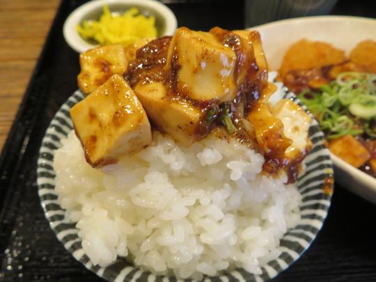 豊中・緑地公園 「華や」 名物の麻婆豆腐が掛かった麻婆一口勝つセット!
