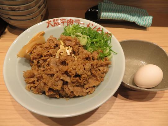 なんば 「大阪牛肉ラーメン わだ」 肉盛り盛り汁なし牛肉担々麺!