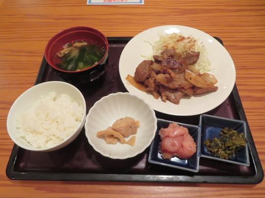梅田 「やまや」 じっくり漬けた豚のしょうが焼きに食べ放題の明太子と辛子高菜合います!