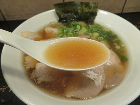 神戸・新開地 「ら~めん&ぎょ~ざ MARUI(マルイ)」 少し甘めの昔懐かしいスープのらーめんに餡が詰まった餃子!