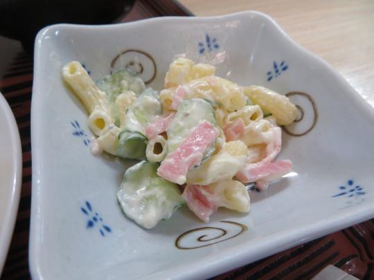 神戸・住吉 「居酒屋たつの」 メインと惣菜の組合せが選べるお得な日替わり定食!