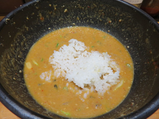 吹田 「Dragon MAN(ドラゴンマン)」 鶏白湯をベースにゴマと味噌をブレンドした濃厚な担々麺です!