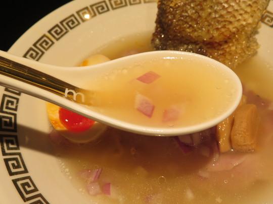 新大阪 「○de△(まるでさんかく)」 鯛の旨味があっさりながら凝縮されてるさらりが上品に頂けます!