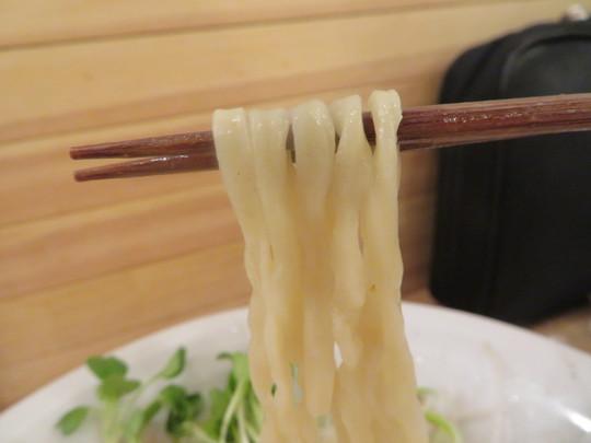 京都・河原町 「river RAMEN(リバー)」 鶏ガラの魚介出汁で鰹節香るこはく!