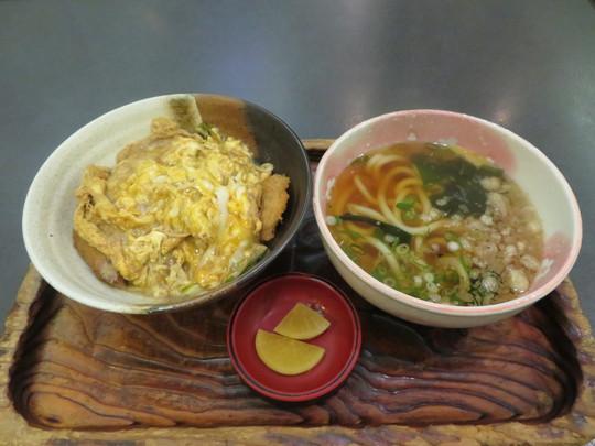 吹田・江坂 「そば重」 トロトロ半熟玉子のかつ丼セット!