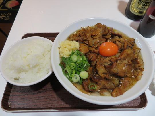 谷町四丁目 「麺とカキ氷 ドギャン 谷四店」 おかずの様にご飯がススム背脂豚骨スープの肉玉そば!