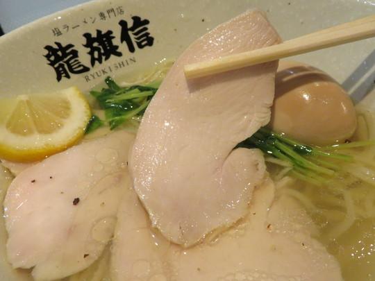 淀川・新大阪 「塩ラーメン専門店 龍旗信LEO」 繊細な鶏の旨味が最大限にあふれる鶏塩DX!
