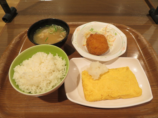 豊中・大阪空港 「カフェ&レストラン オアシス(OASIS)」 一般も利用出来る空港職員の食堂で朝ご飯はだし巻き定食!