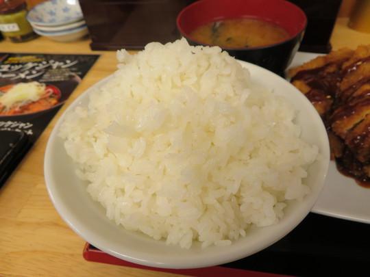 吹田・江坂 「ドンブリアサダ(DONBURI ASADA)」 大判のとんかつ定食がとてもボリューミー!