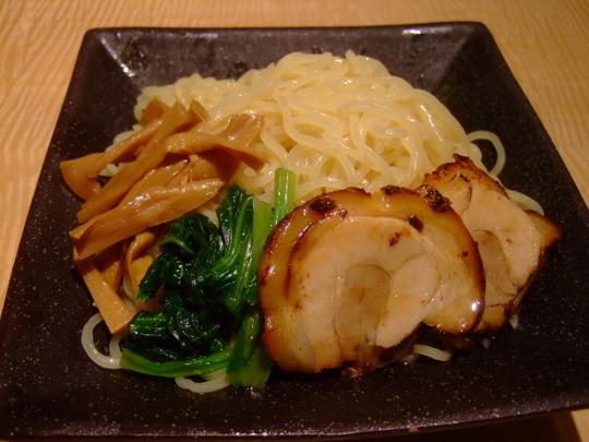 梅田 「らーめん上方 麺三昧」 夏場は濃厚胡麻ダレ冷しつけ麺