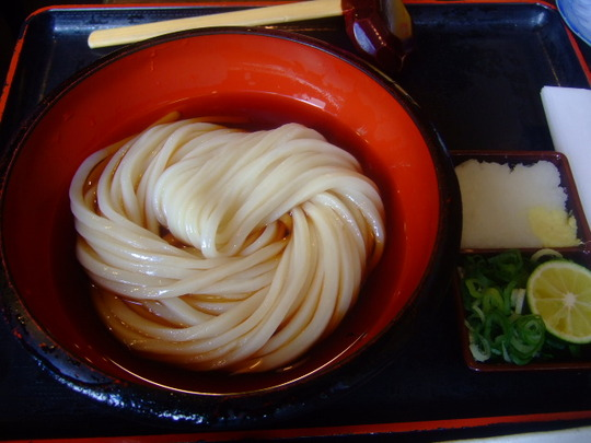 中津 「情熱うどん 讃州」 今年のひやかけはカツオがガツン!