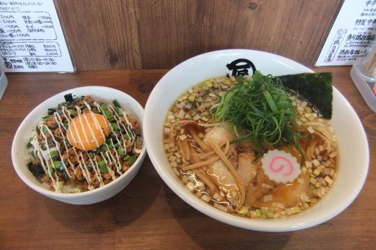 豊中・本町 「麺やマルショウ」 和出汁が効いた中華そば夕焼け