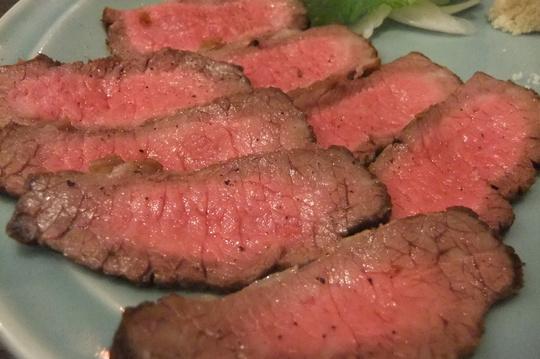 天満 「大衆肉食堂 源兵衛」 大阪一分厚いステーキを目指す店