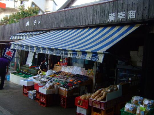 和歌山・加太 「満幸商店」 漁港で頂くマウンテンのしらす丼!