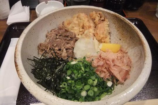 京都・祇園 「こんちきちん」 鶏天牛肉生醤油がボリューム満点