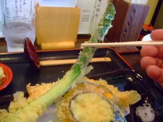 中津 「情熱うどん 讃州」 今年初ひやかけと絶品アスパラ天!