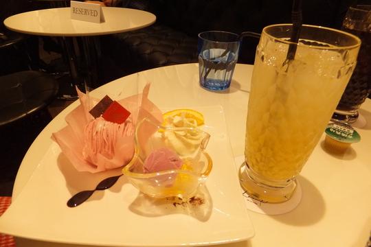 梅田・阪急百貨店 「ロカンダ」 クレープとケーキセットで一息