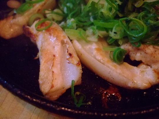 梅田 「もんぱーる」 地鶏鉄板焼きと鯛の炊き込みご飯で大満足