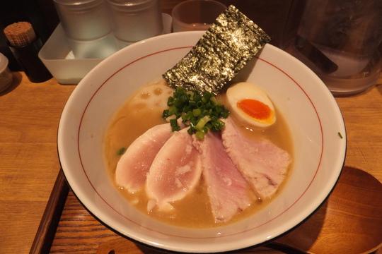 あべの 「麺と心7」 カジキと鶏レアチャーシューのW白湯セブン
